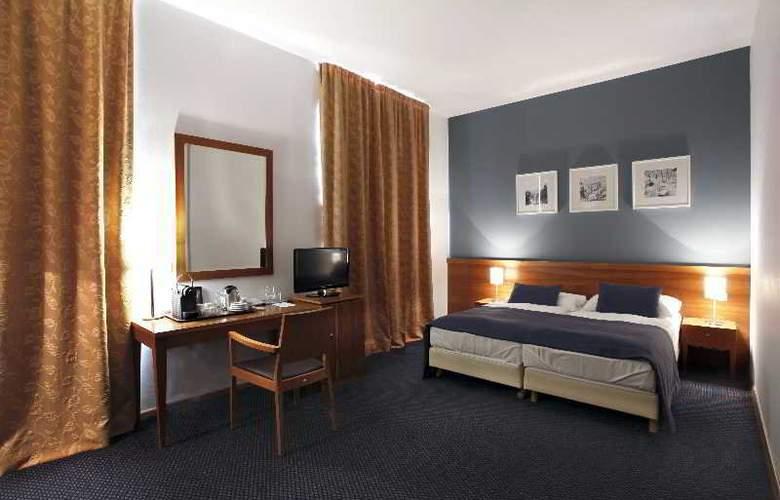 CAROL - Room - 22