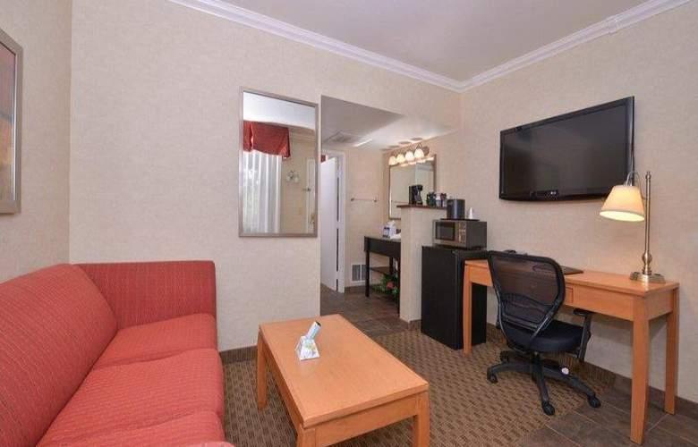 Best Western Plus Innsuites Phoenix Hotel & Suites - Room - 23