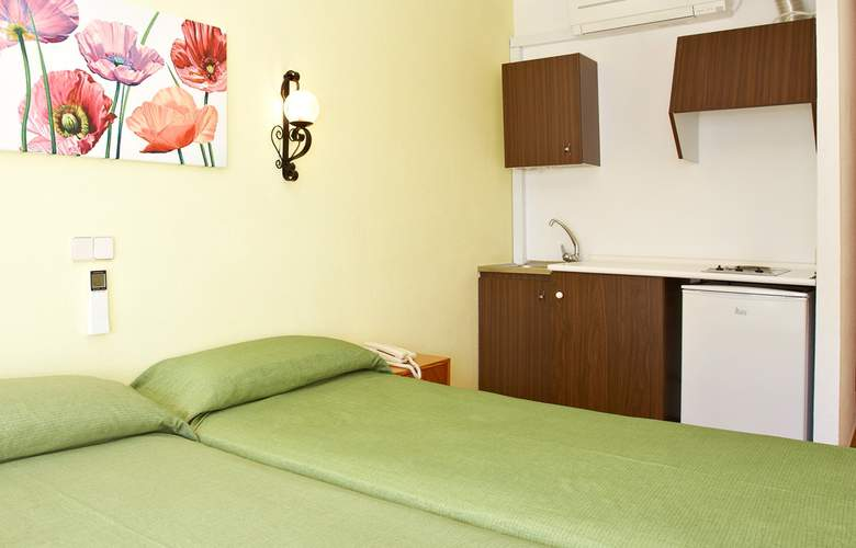 Universal Hotel Aquamarin - Room - 9