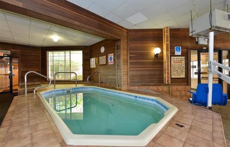 Best Western Greenfield Inn - Pool - 77