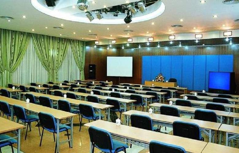 Ramada - Conference - 11