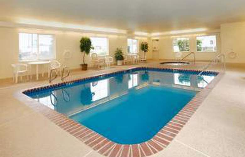 Quality Inn & Suites - Pool - 6