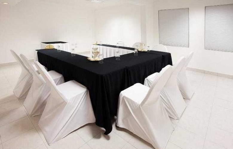 Holiday Inn Cancun Arenas - Hotel - 11