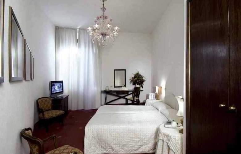 Columbia - Room - 7