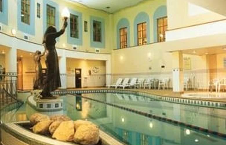 Gresham Metropole - Pool - 9