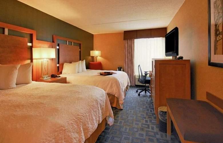 Hampton Inn Clinton - Room - 28