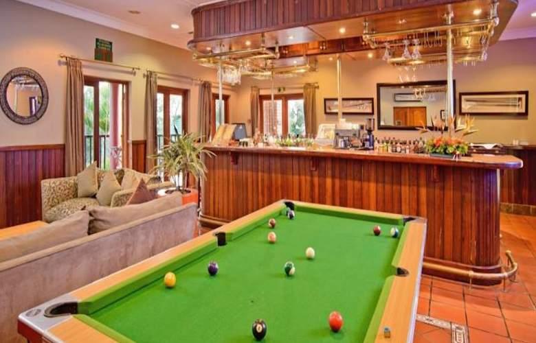 Greenway Woods Resort - Bar - 32