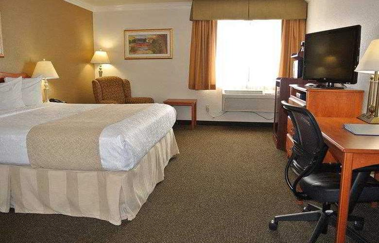 Best Western Town & Country Hotel - Hotel - 16