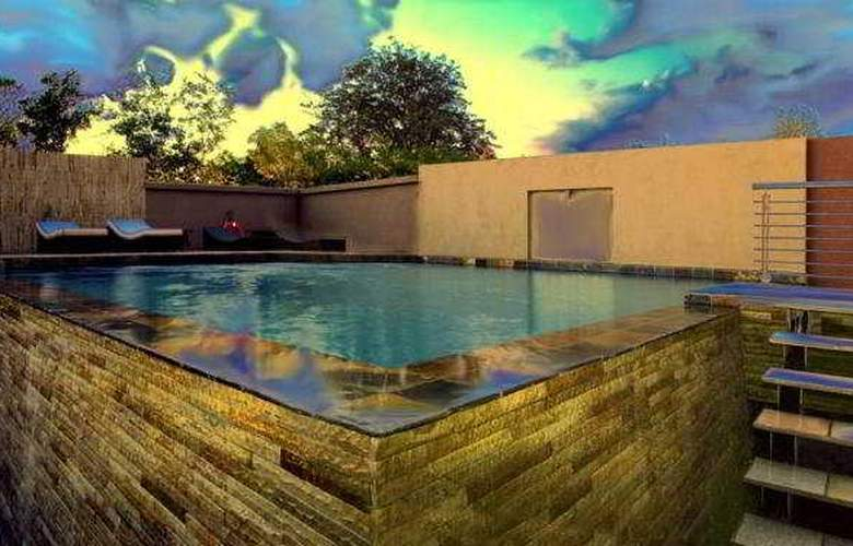 Crowne Plaza Johannesburg - The Rosebank - Pool - 3