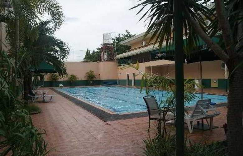 Holiday Spa Hotel - Pool - 7