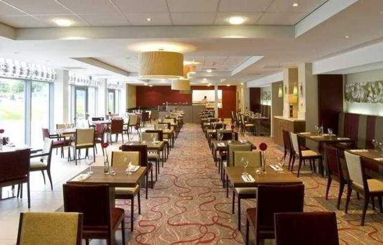 Hilton Garden Inn Luton North - Restaurant - 1