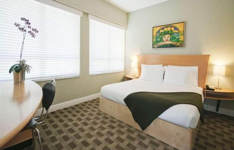 Crest Hotel Suites - Room - 9