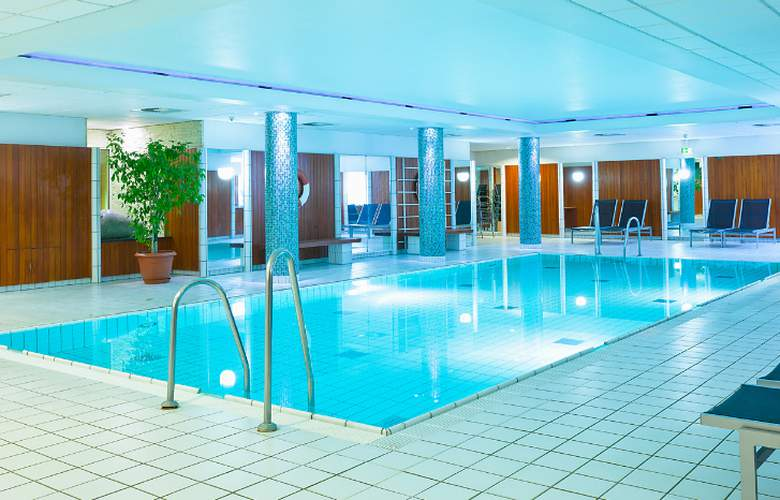 Holiday Inn Luebeck - Pool - 8