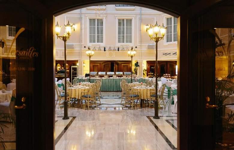Grand Hotel Emerald - Restaurant - 23