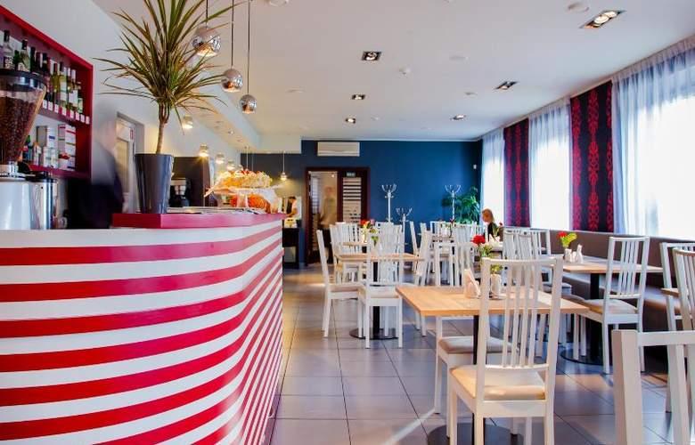 Tia - Restaurant - 17
