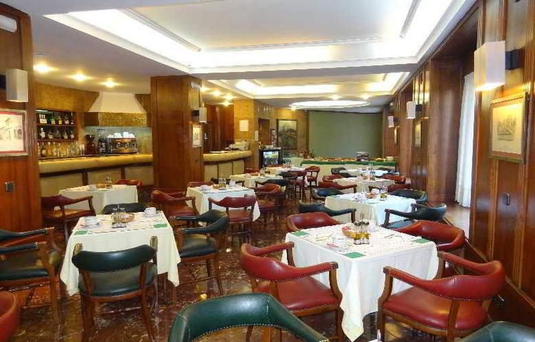 Hernan Cortes - Restaurant - 10