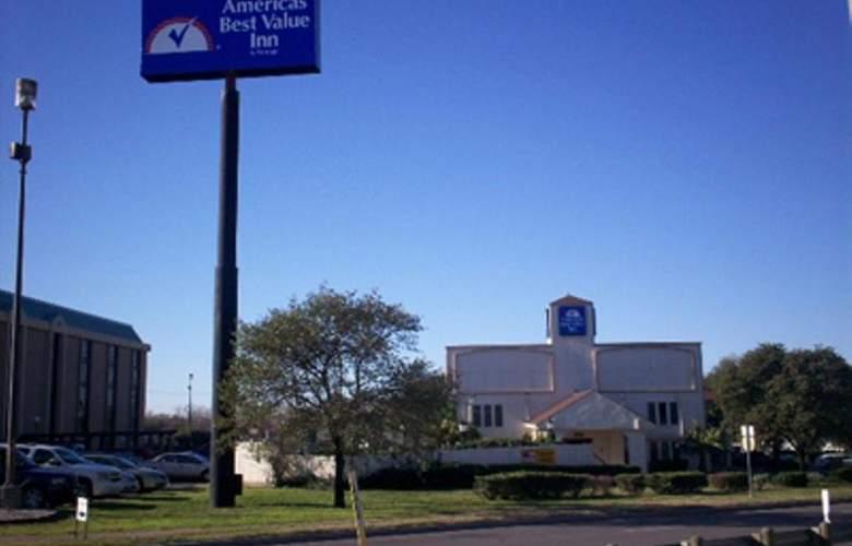 Americas Best Value Inn Austin - Hotel - 1