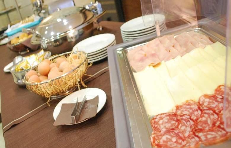 Hotel Premiere - Restaurant - 29