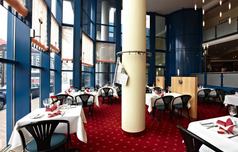 Intercity Hotel Schwerin - Restaurant - 4