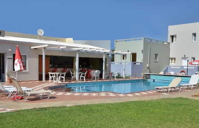 Golden Sun Apartments - Pool - 0