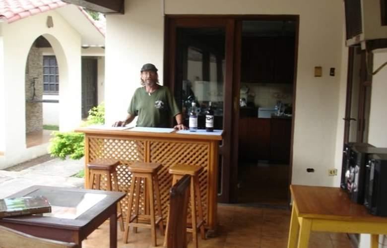 Casa Internacional Los Aventureros - Bar - 4