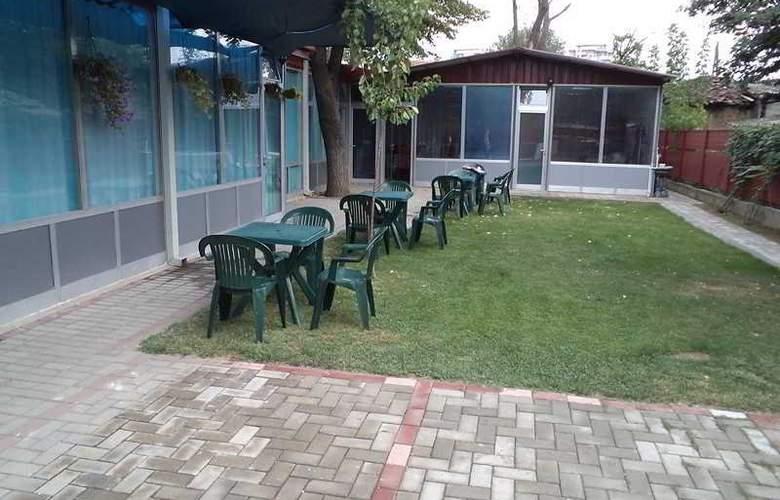 Le Village hotel - Terrace - 2