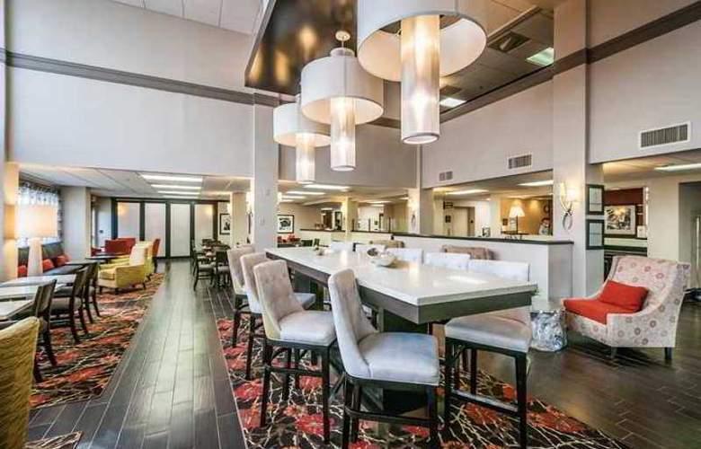 Hampton Inn St. Petersburg - Hotel - 6