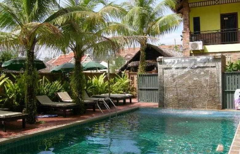 Motive Cottage Resort - Pool - 7