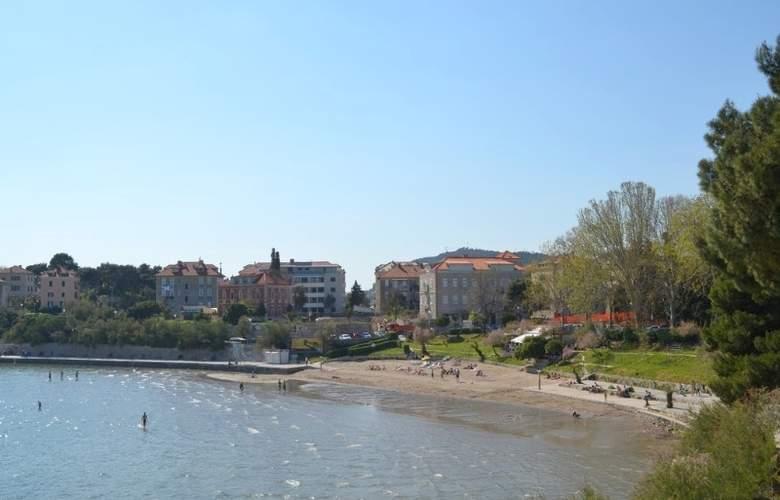 Villa Dube - Beach - 15