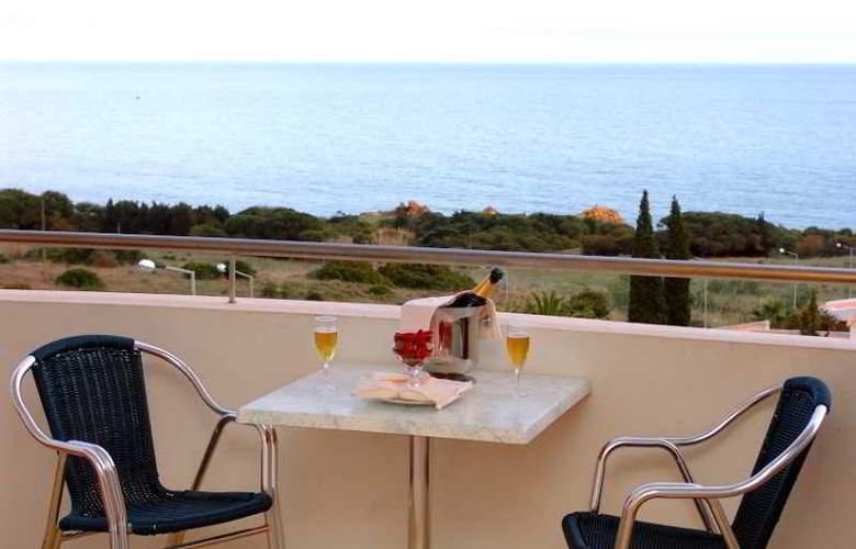 Hotel Maritur - Terrace - 17