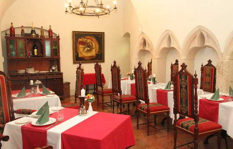 St George Residence - Restaurant - 10