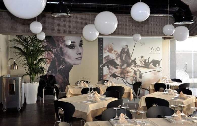 16:9 Playa Suites - Restaurant - 2
