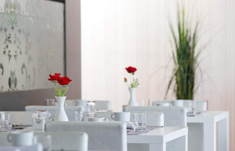 Migjorn Ibiza Suites And Spa - Restaurant - 22