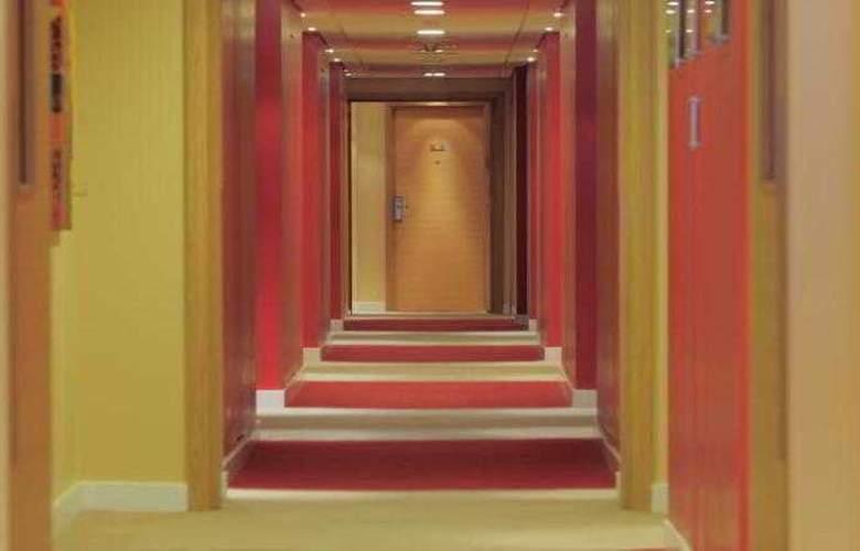 Park Inn Abu Dhabi - Hotel - 8