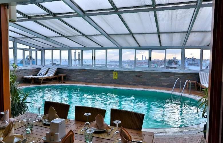 Zurich - Pool - 8