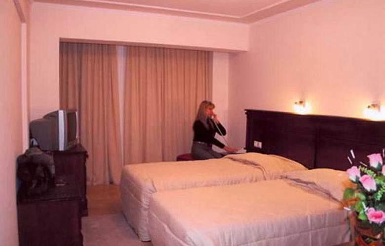 Antoniadis - Room - 4