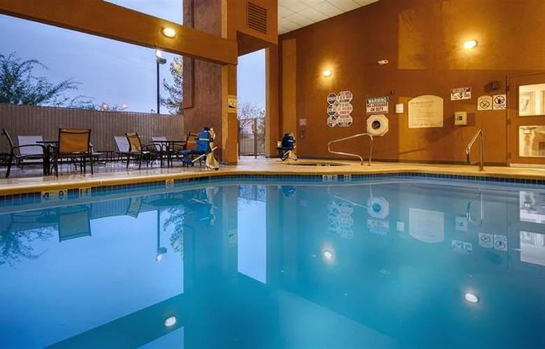 North Las Vegas Inn & Suites - Pool - 58