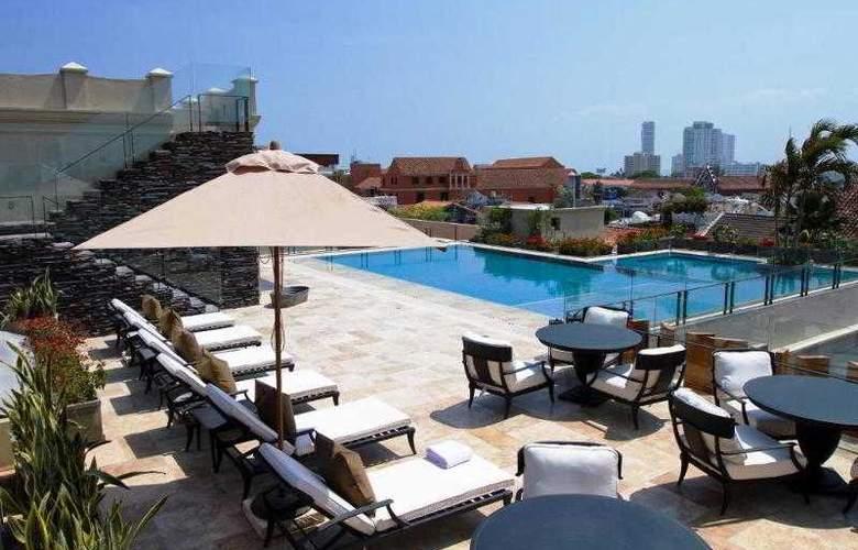Bastion Luxury - Pool - 2