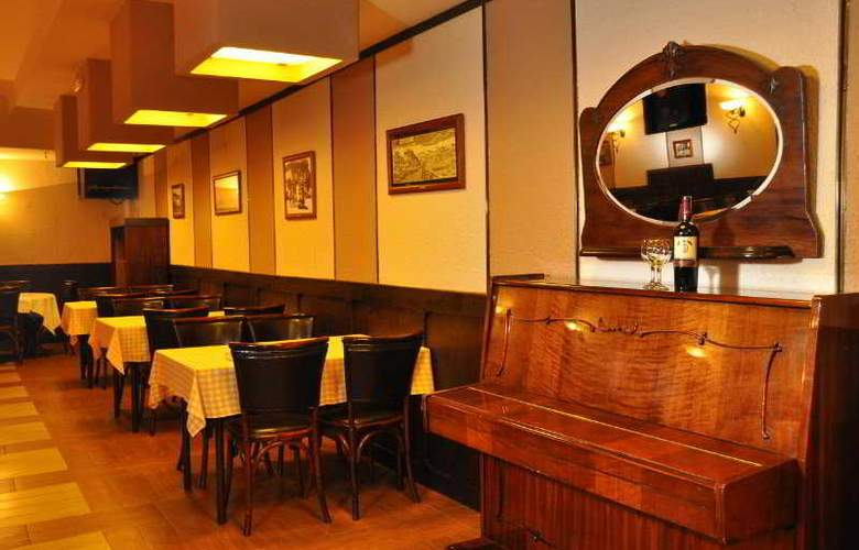 Hotel Royal - Restaurant - 12