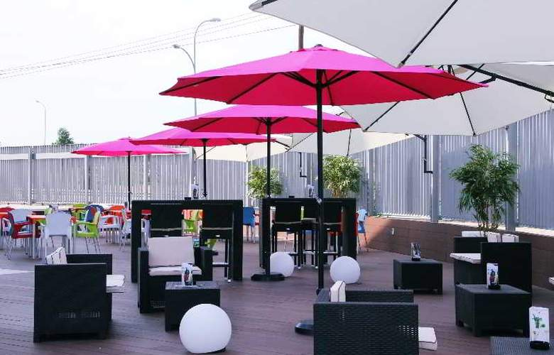Crowne Plaza Madrid Airport - Terrace - 47