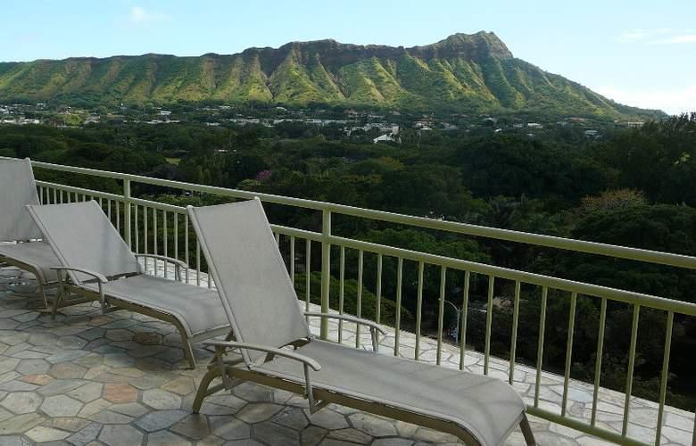 Castle Waikiki Grand Hotel - Terrace - 6