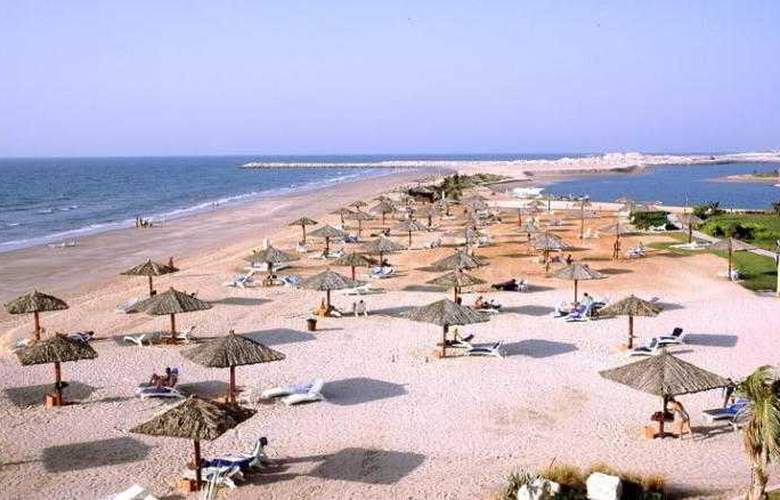 Hilton Al Hamra Beach & Golf Resort - Beach - 15