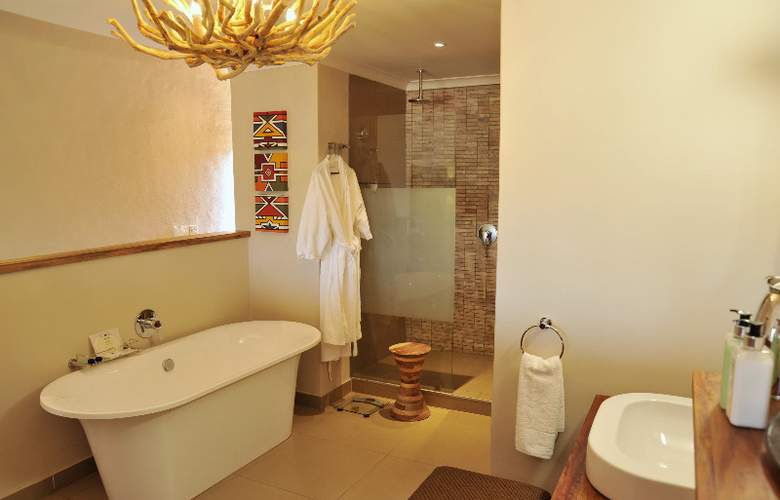 Victoria Falls Safari Club - Room - 2