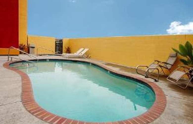 Comfort Suites - Downtown - Pool - 5