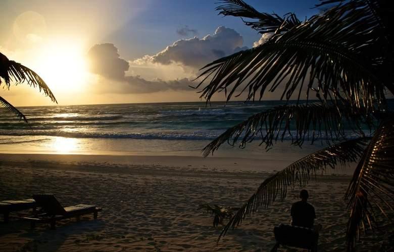 Los Lirios - Beach - 3