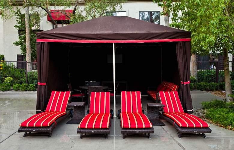 Tuscany Suites & Casino - Pool - 8
