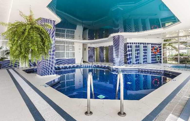 Sumba/Borneo - Pool - 22