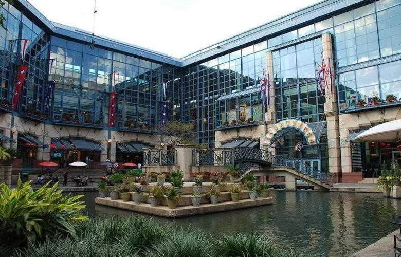 Best Western Plus San Antonio East Inn & Suites - Hotel - 20