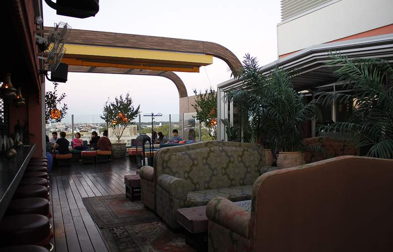 McCarren Hotel & Pool - Terrace - 4
