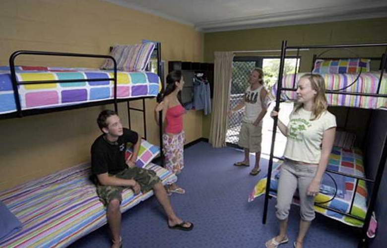 Nomads Cairns Backpackers - Room - 3